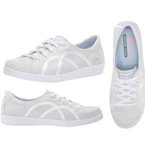 Skechers Women's  Memory Foam Sneaker